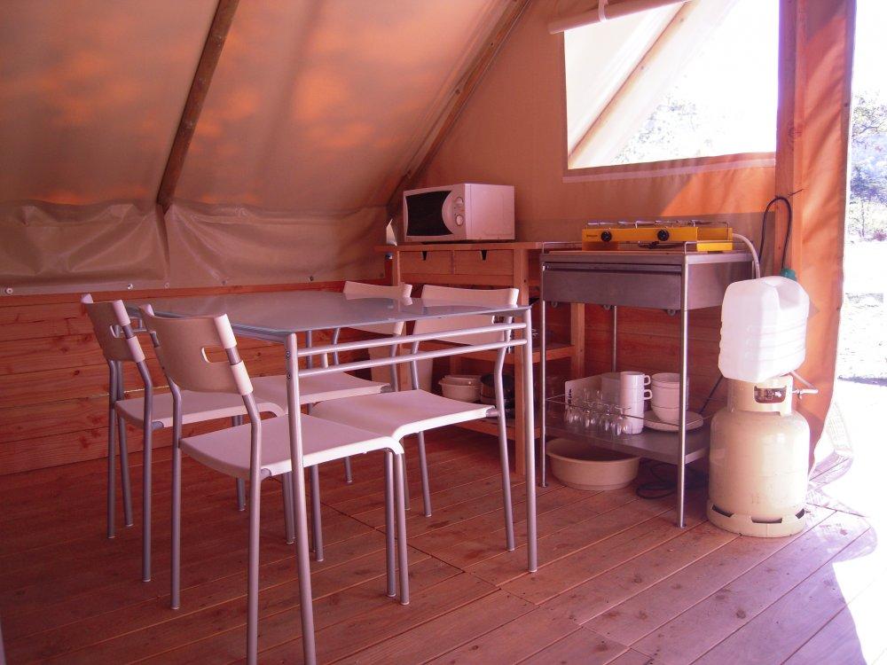 Sanitair Van Hout : De tenten van doek en hout