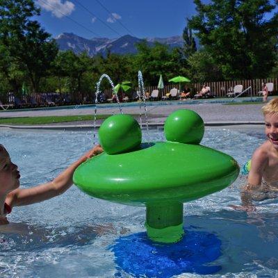 Pataugeoire camping Sites & Paysages le petit Liou à proximité de Serre-Ponçon