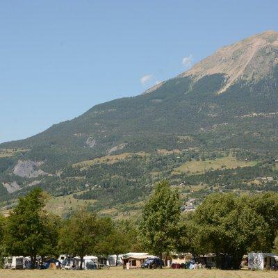 Emplacement au Camping Le Petit Liou dans les Hautes Alpes à Baratier (05)