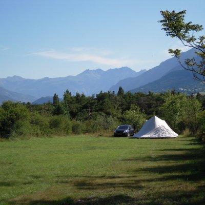 Emplacement Tente au Camping Le Petit Liou dans les Hautes Alpes à Baratier (05)